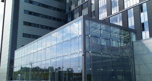 نمای ساختمان شیشه اسپایدر