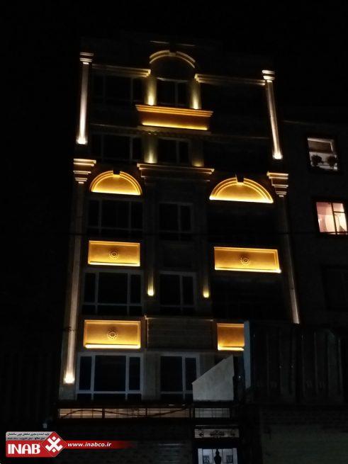 نمای ساختمان در شب
