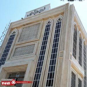 عکسی از نمای ساختمان با متریال سنگ و جی اف ار سی